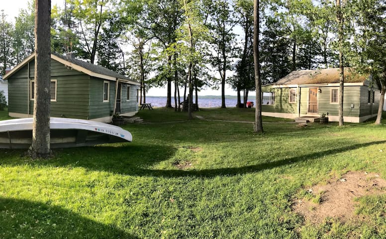 3 cabins on private beach lakefront /4 kayaks incl