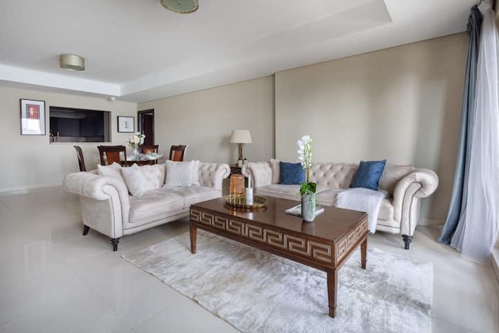 Stunning Beachfront Apartment on Palm Jumeirah - Sleeps 4!