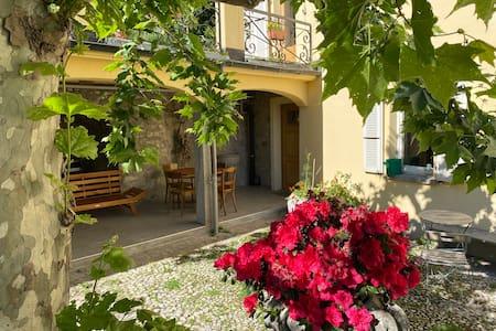 Sonniges Tessinerhaus mit grossem Garten in Arogno