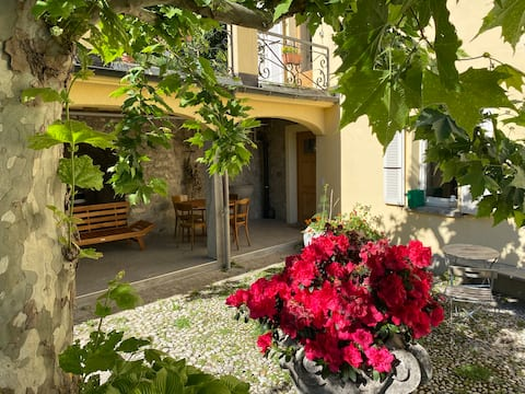 Sunny Ticino house with large garden in Arogno