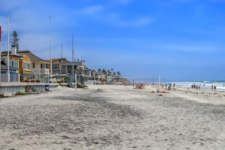 Del Mar Escape! Sleeps 5! Steps to sand!