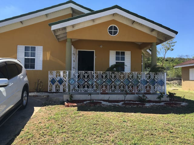 Comfortable HOLIDAY HOME in Falmouth Trelawny JA - Falmouth - Huis