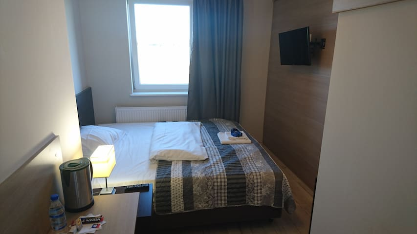 2 bed room with bathroom, TV, WiFi, huge bed - Gdańsk - Apartment
