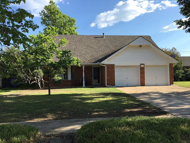 2100sq ft Home near Park, Fishing, Stores