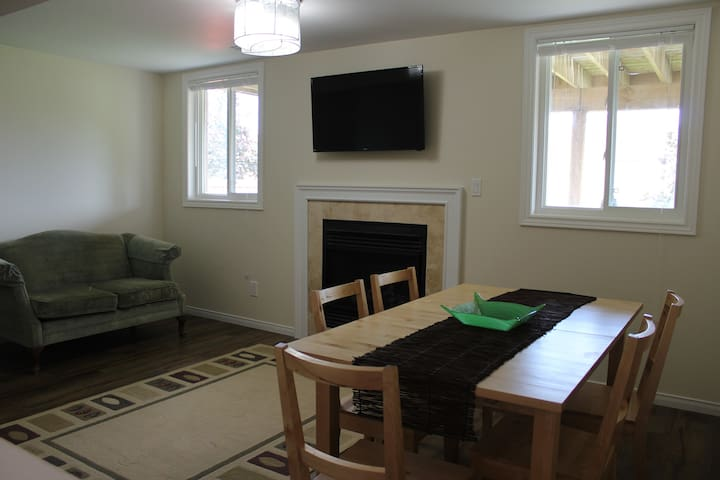Beautiful Private Open-Concept Apartment - Oshawa - Apartamento