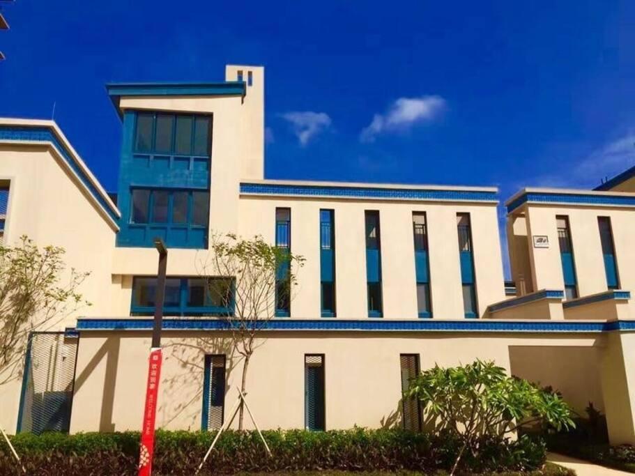 建筑风格令人耳目一新的度假洋房 这到底是什么地方,当然是双月湾海边全新的万科二期洋房