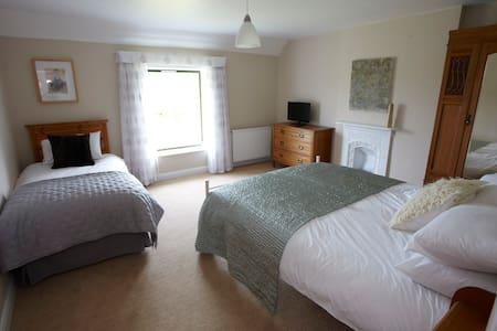 Beautiful room for 3 in farmstay B&B near coast - Hunmanby - Bed & Breakfast