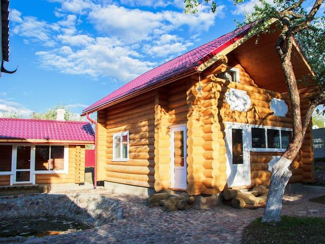 Уютный двухэтажный деревянный дом - Viciebsk - House