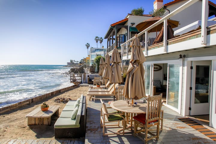 Malibu beach house on ocean level houses for rent in for Malibu mansions for rent