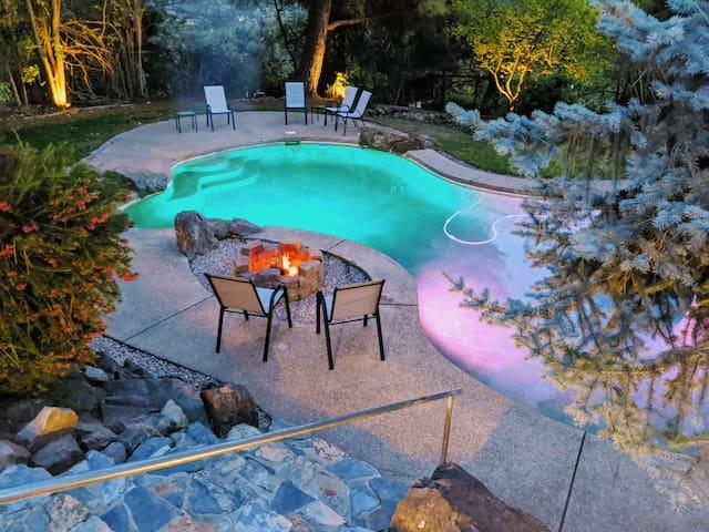 Large Mariposa home with resort-style backyard
