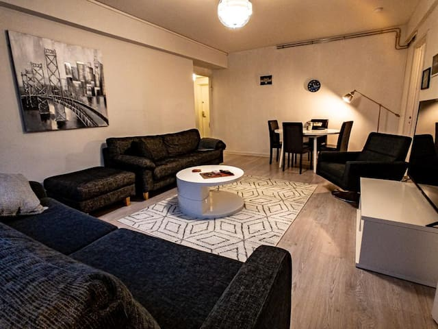 Centrally located 2BR  W/ Free parking  + Netflix