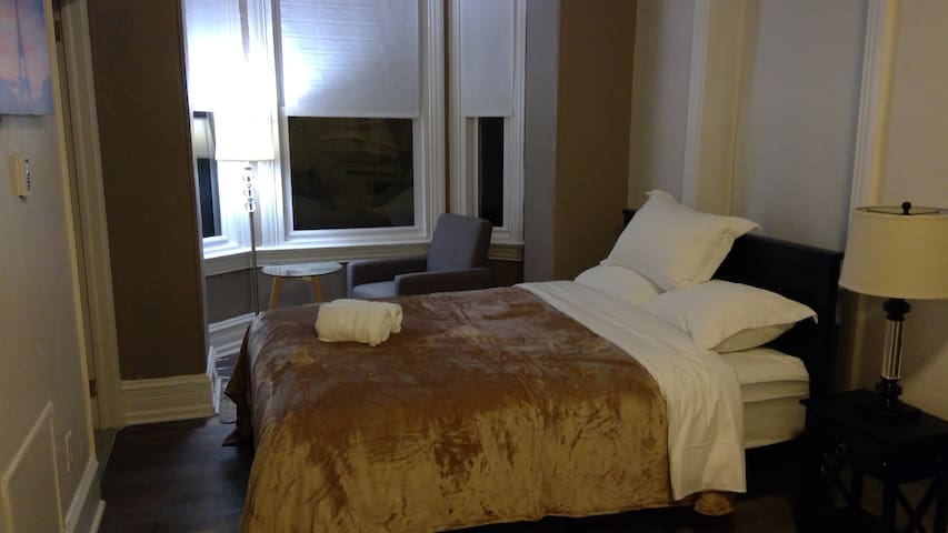 304-Heart of Center City APT 1Bed1B+sofa bed