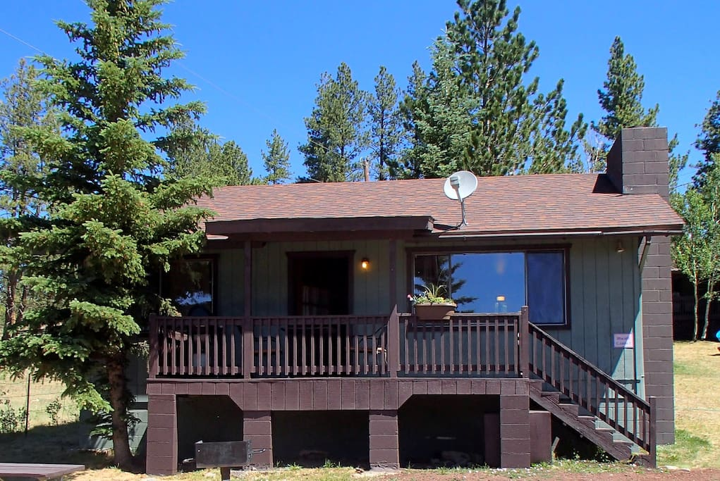 Beautiful antler ridge cabin 1 in greer village cabins for Cabins to rent in greer az