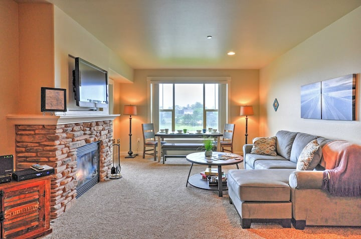 Delightful Riverfront condo-walk to beach!