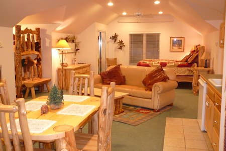 Guest House close to Mt. Rushmore! - Hill City - Appartement