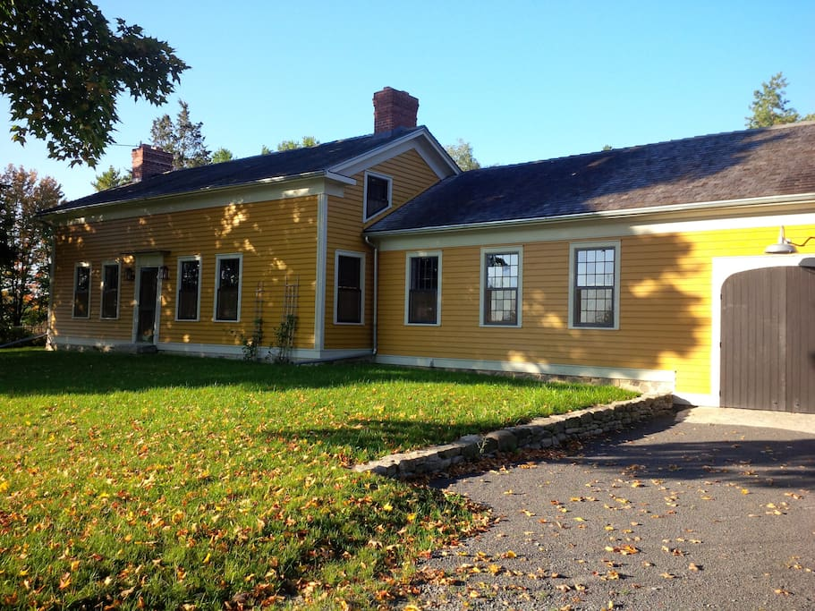 Restored 1830s farmhouse near Bloomfield and Wellington