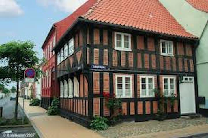 Hyggeligt hus i Assens bymidte fra 1595 nær havn
