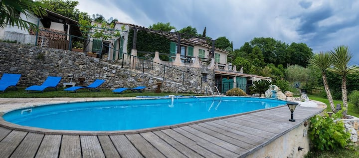 Maison plein pied  calme +piscine