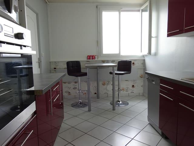 Appartement 3 pièces entièrement rénové (65 m²) - Saint-Étienne