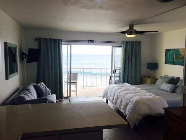 Makaha! OCEANFRONT.. A few steps to Makaha Beach! - Waianae - Appartement