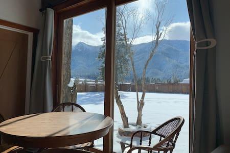 Hough House - 75MB internet and High Sierra views
