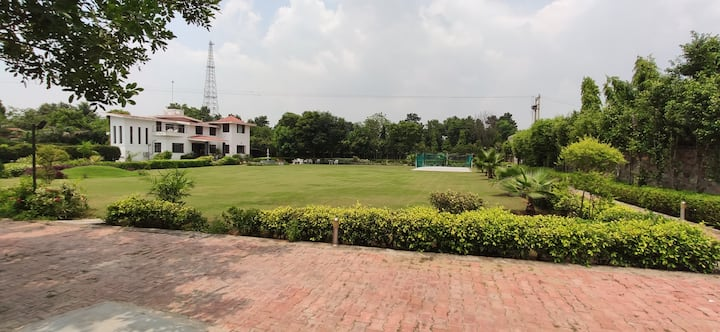 Whistling Woods Farm with Pool (Clean & Sanitised)