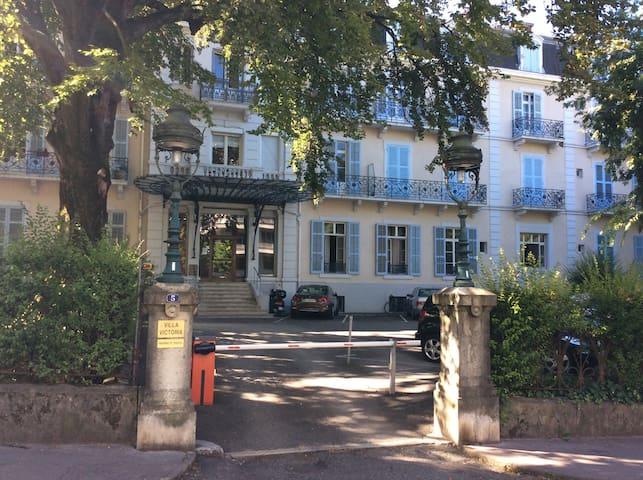 Dans un ancien palace - Aix les bains - Apartament