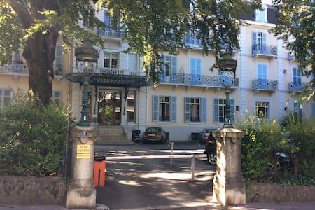 Dans un ancien palace - Aix les bains - Apartment