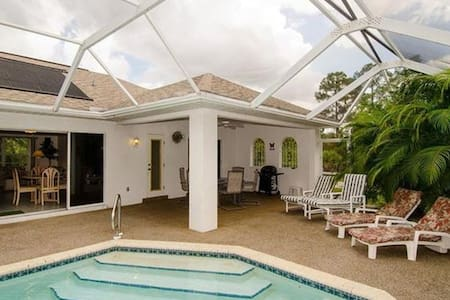Secluded Pool Home - Lehigh Acres - 独立屋