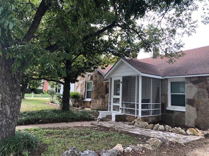 Magnolia Cottage-Cleburne, Texas