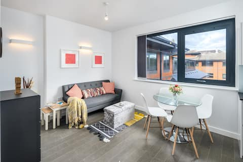 Stylish Studio flat Double Bed - St Albans