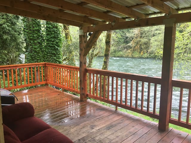 Home with deck on McKenzie River@ Blue River, OR - Lane County - Отпускное жилье
