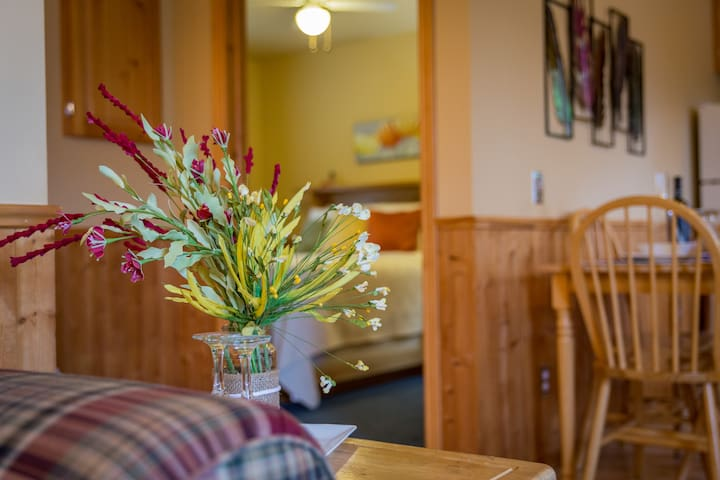 Middle Brook Deluxe Cottage, 30% Fall Discount