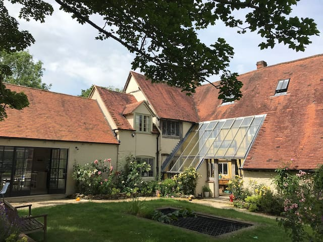 Manor House with pool - 3 miles from Oxford