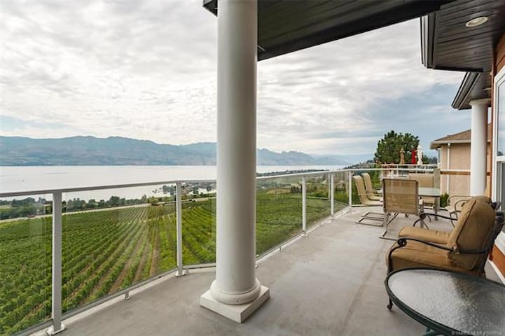 Lakeview+vinyard+mountain view vacation house