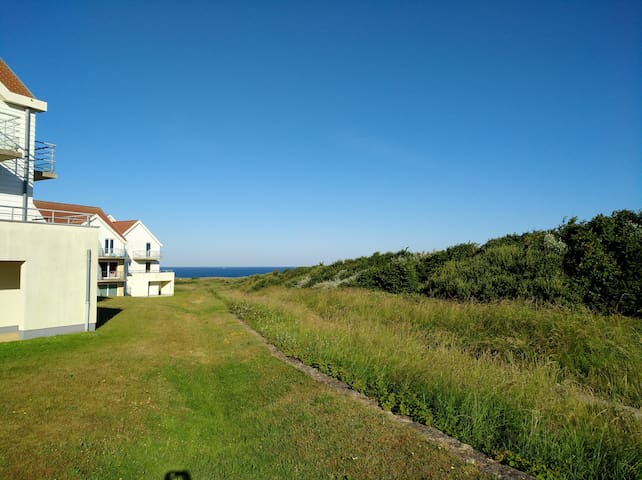 Flat with seaview- WIFI & Parking