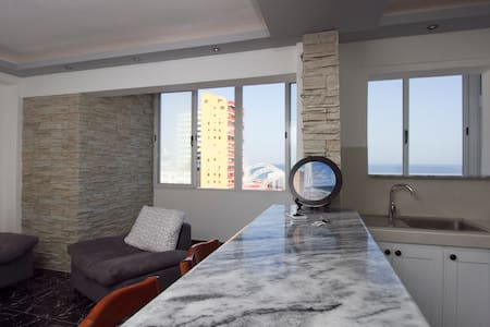 Linea #10 apartment with sea view - La Habana