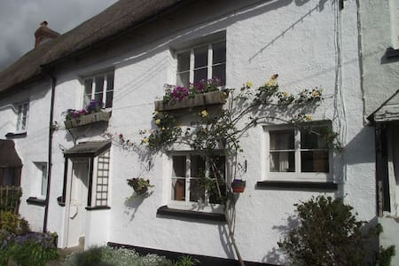 Double room in 500 year old character cottage
