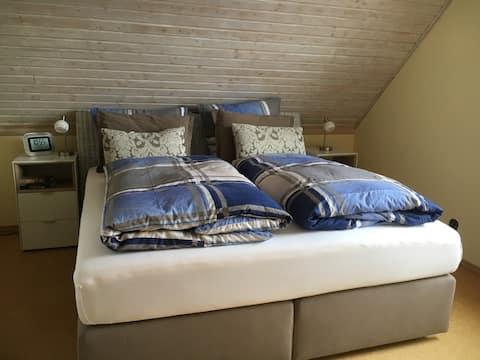 92 qm DG-Wohnung mit Balkon