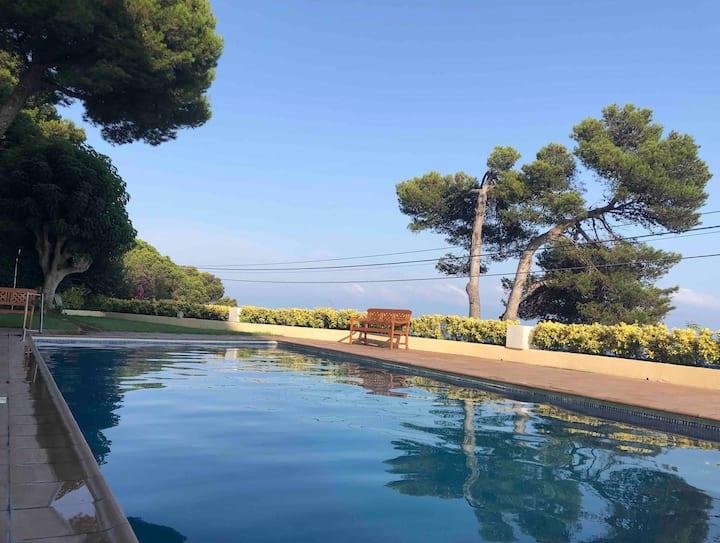 Apartamento con vistas a playa y piscina