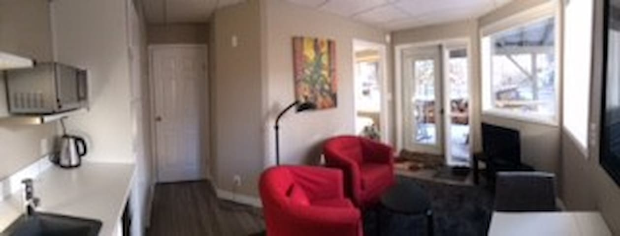 Alpine Escape. A self-contained garden suite. - Canmore - Apartmen