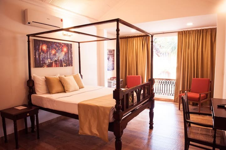 Goa Luxury Homes: Royal Jacuzzi Villa - Candolim - Bed & Breakfast