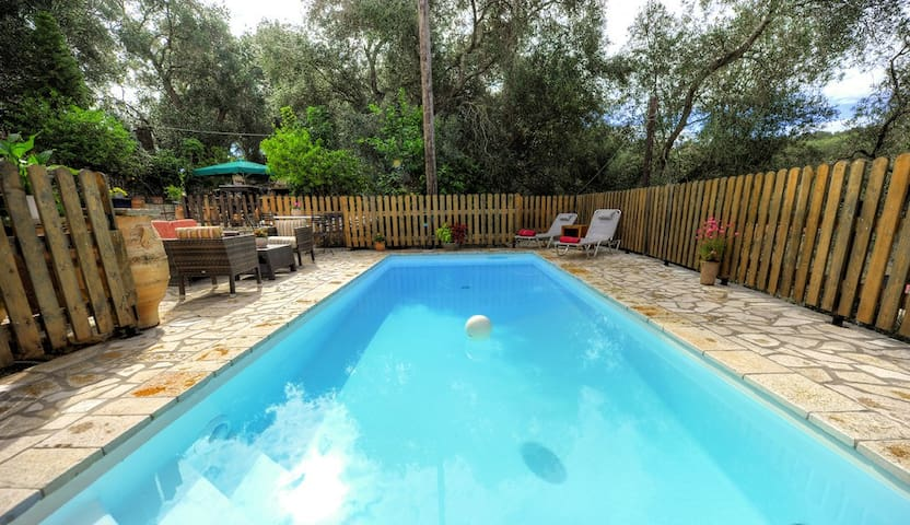 Cottage Dimitris, Holiday Pool Villa in Lakka - Kerkira - Vila