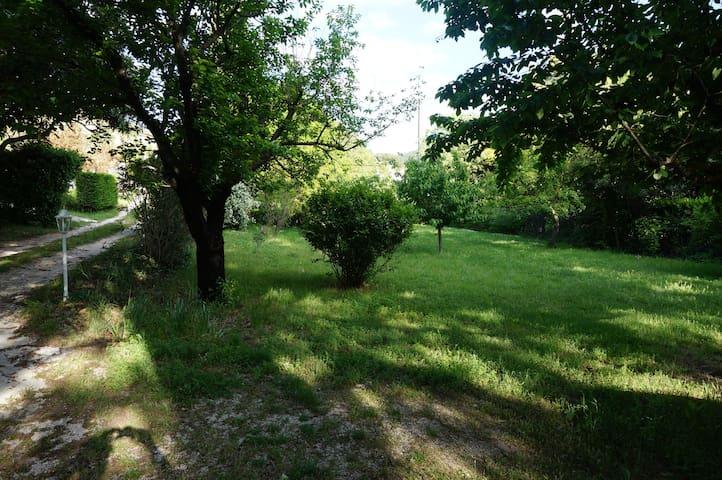 Jolie maison dans la campagne Aubagnaise