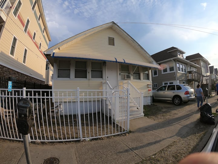 3br half a block from the beach