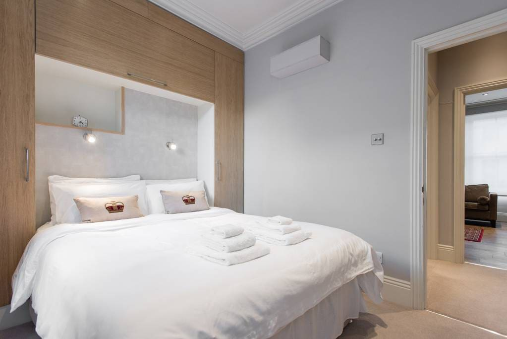 Gorgeous bedroom - showing the King sized bed (FYI: UK King = US Queen). It's a lovely pocket sprung mattress with 400 thread count Egyptian cotton linen to ensure a luxurious comfortable night's sleep. The bedroom windows looks outside the building
