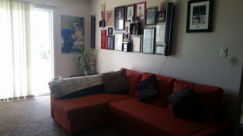 Open plan apartment, quiet and comfortable. - Edmonton - Departamento