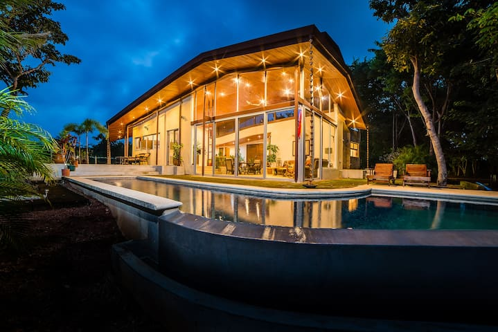 Private mountain retreat minutes from Tamarindo