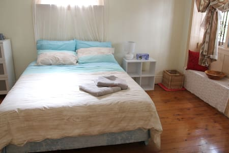 2. Queen Room Epping, Sydney 20 min - Epping