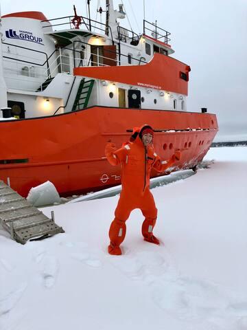 Icebreaker Polar Explorer in Båtskarsnäs in Axelsvik.